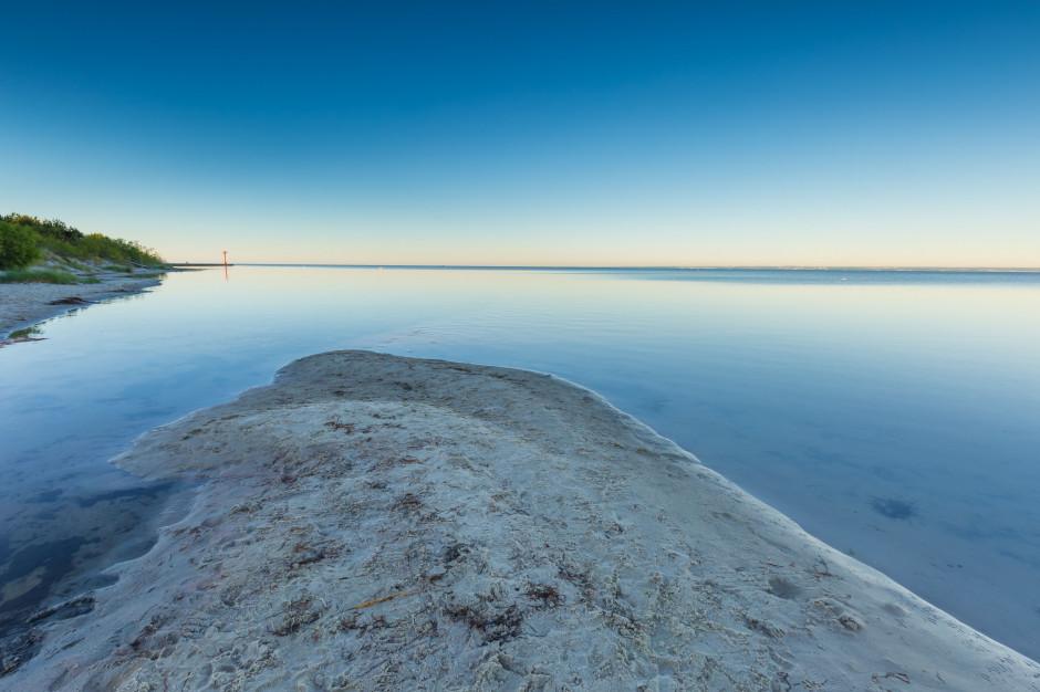 Woda w Zatoce Gdańskiej robi się niebezpieczna. Namnożyły się bakterie
