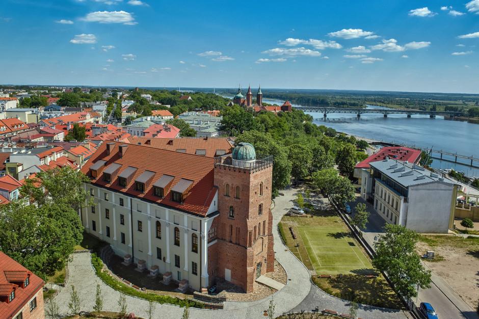 W najstarszej polskiej szkole czas znowu odmierza zegar słoneczny