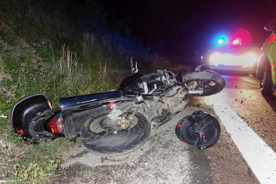 Poważny wypadek w Wielkopolsce. Motocyklista wjechał w pieszych