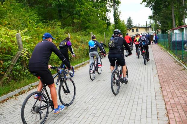 Zrealizowana przez Zachodniopomorski Zarząd Dróg Wojewódzkich w Koszalinie inwestycja liczy ok. 18 km, z czego blisko 9 km trasy rowerowej powstało od zera (fot. umwz)