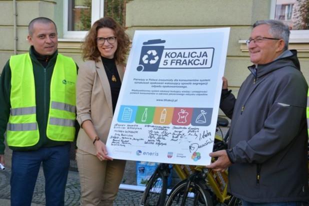 Jak podkreślają urzędnicy, segregacja odpadów nie byłaby efektywna, gdyby nie skuteczny monitoring (fot. strzegom.pl)