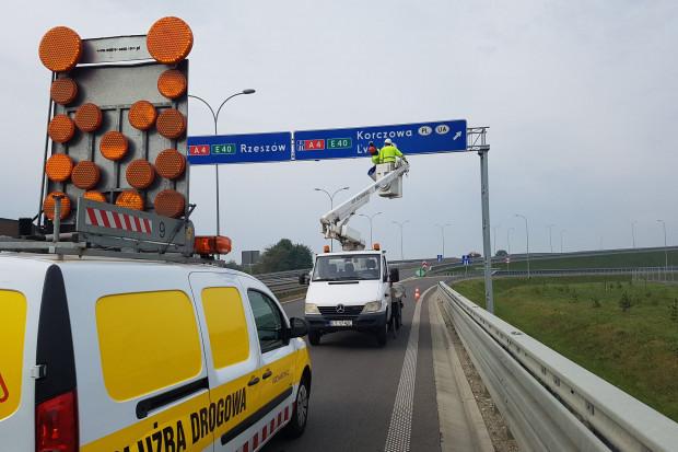 Na całej sieci dróg w Polsce znaki drogowe spełniające nowe warunki zostaną umieszczone do 31 grudnia 2028 r. (fot. gddkia)