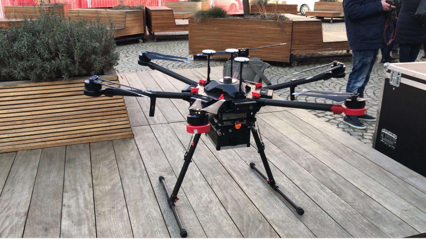 Zadaniem specjalistów ma być wykonanie analizy spalin z palenisk domowych za pomocą bezzałogowego systemu latającego (fot. poznan.pl)