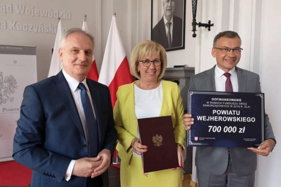 Pieniądze z Funduszu Dróg Samorządowych na drogi w trzech powiatach. Mateusz Morawiecki podniósł limit