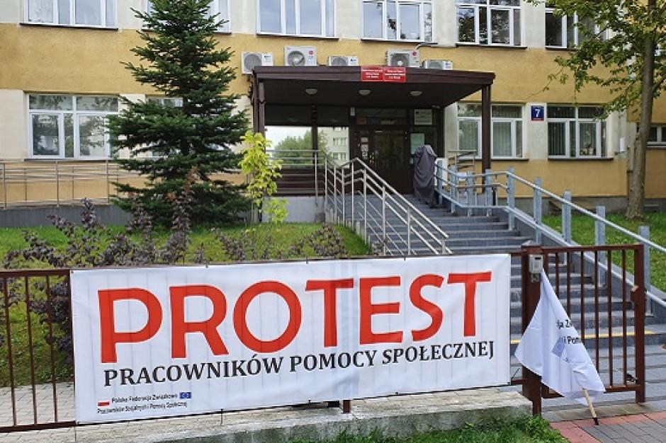 Piotrków Trybunalski: Spór zbiorowy pracowników socjalnych. Wypłaty 500+ zagrożone?