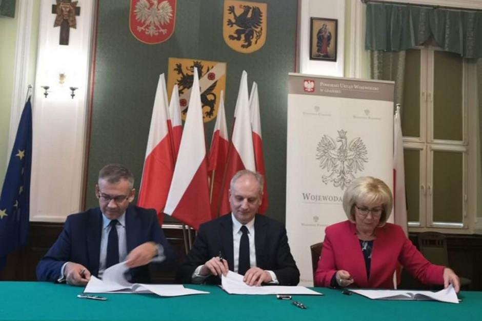 Dariusz Drelich podpisał 20 umów z samorządami - z Funduszu Dróg Samorządowych trafi do nich 18,6 mln zł