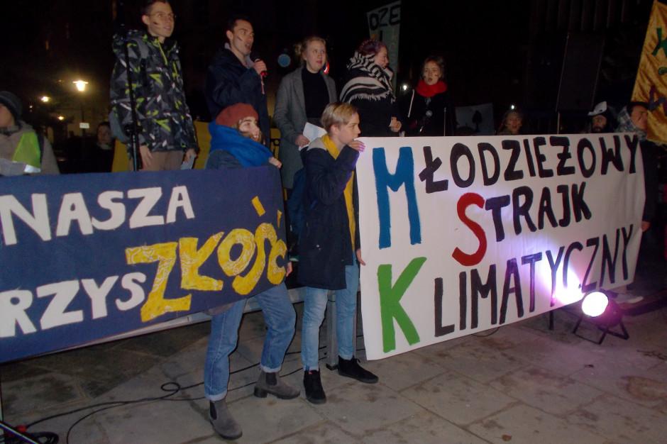 Ulicami Warszawy przechodzi Młodzieżowy Strajk Klimatyczny