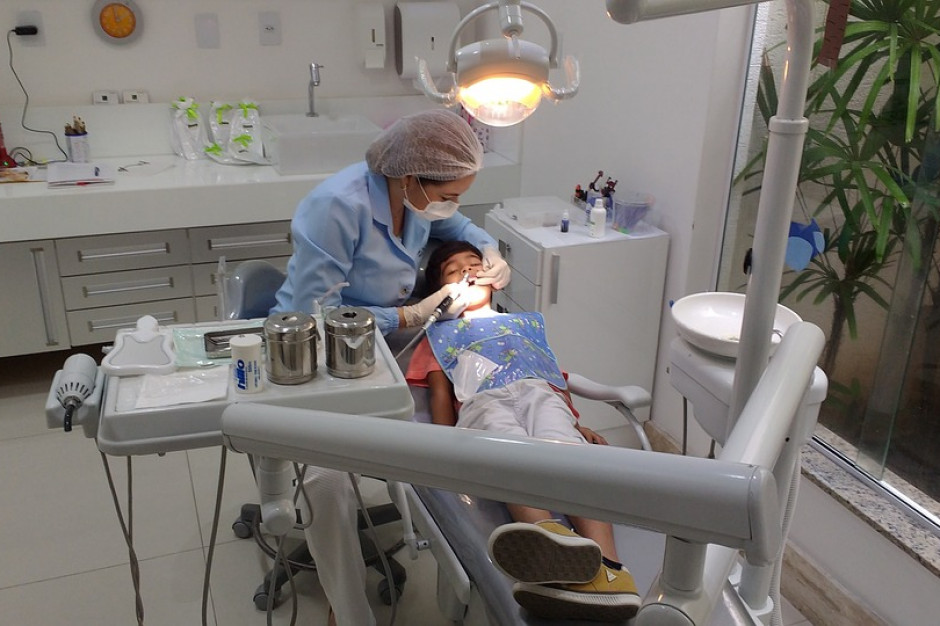Gabinety stomatologiczne w szkołach. Sprawa nie jest taka prosta
