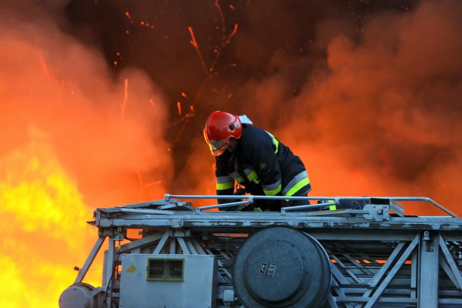 Pożar sortowni odpadów w Wolicy k. Jasła opanowany