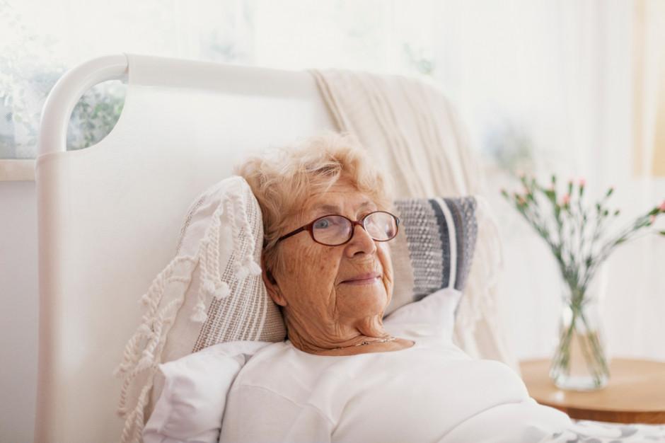 Seniorzy z Podlasia z dostępem do większej liczby łóżek w zakładach opiekuńczych