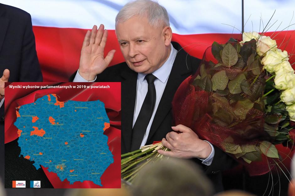 W Polsce powiatowej PiS triumfuje coraz bardziej. Te mapy nie zostawiają złudzeń