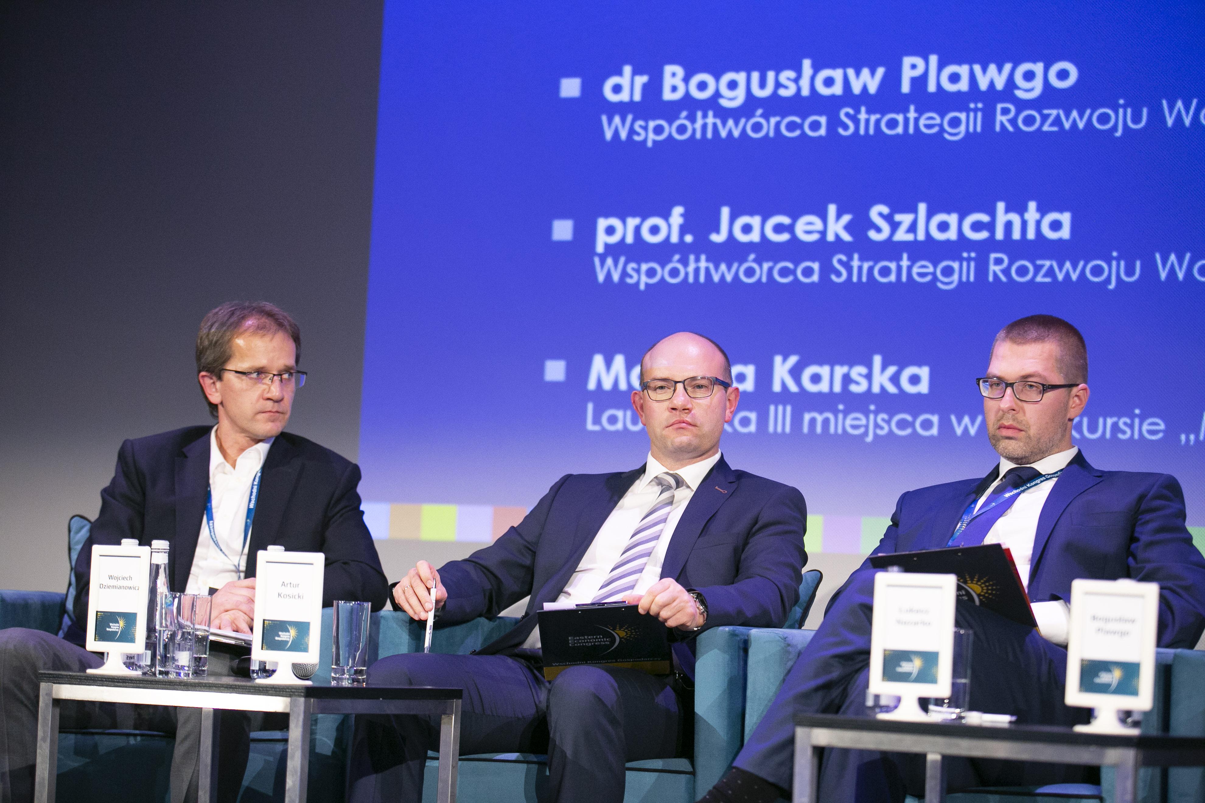 W środku Artur Kosicki, marszałek województwa podlaskiego. Fot. PTWP