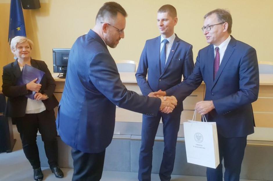 Certyfikaty od szefa MEN i prezesa IPN po warsztatach edukacyjnych dla nauczycieli w Białymstoku