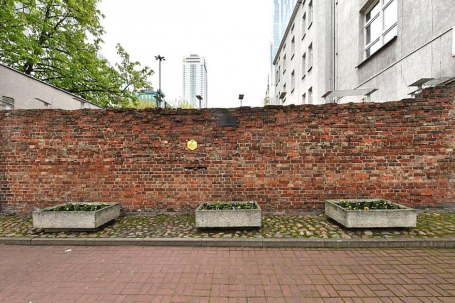 Zabytkowy mur getta Warszawskiego zostanie poddany renowacji