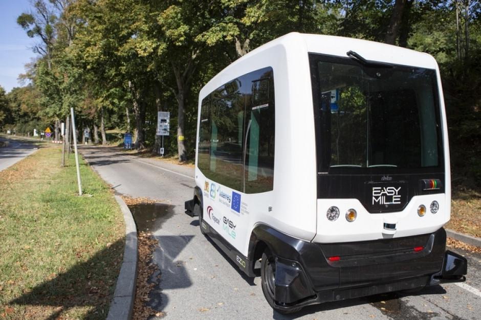 Transport autonomiczny (nie)dalekiej przyszłości. Plusów na razie mniej niż minusów