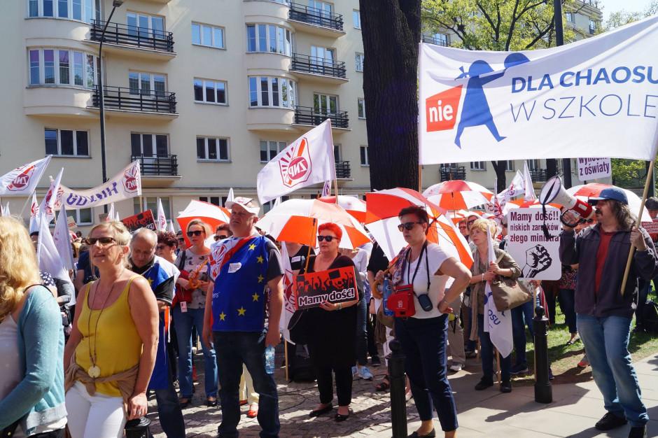 Strajk włoski im nie wystarczy? Nauczyciele wyjdą na ulice Krakowa, Gdańska i Katowic
