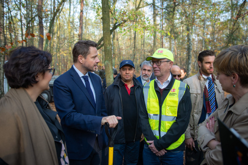 Warszawa: Las Sobieskiego wzbogacił się o 3300 drzew. Ale to nie koniec sadzenia w tym roku