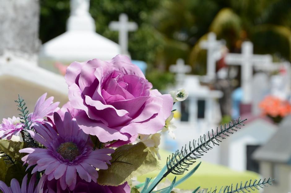 Coraz więcej pogrzebów. Szara strefa na cmentarzach