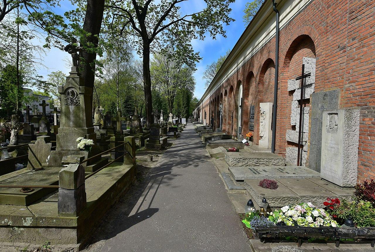 Cmentarz Powązkowski w Warszawie (fot. wikipedia.org/ Adam Grycuk - praca własna)