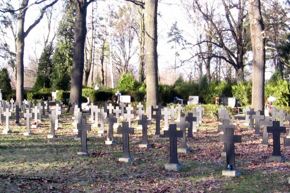 Na wrocławskich nekropoliach kwesty na pomoc dla bezdomnych
