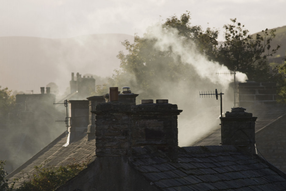 Smog - niechlubny ranking. To w małych miastach jest najgorzej