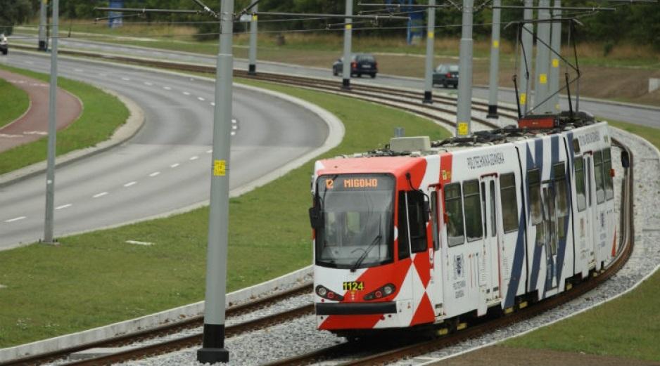 Gdańsk w okresie Wszystkich Świętych zwiększa częstotliwość kursowania autobusów i tramwajów jadących w okolice gdańskich nekropol(fot. Grzegorz Mehring/gdansk.pl)