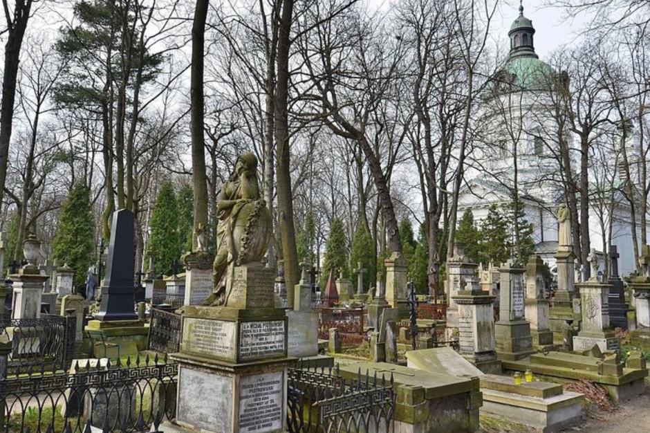 Podsumowanie roku: 150 tys. zł na restaurację pomników na Starych Powązkach