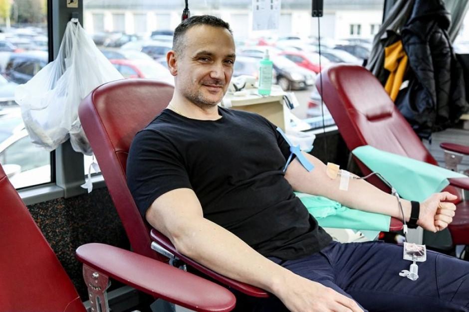 Funkcjonariusze oddają krew. Zebrano juz ponad 22 litry