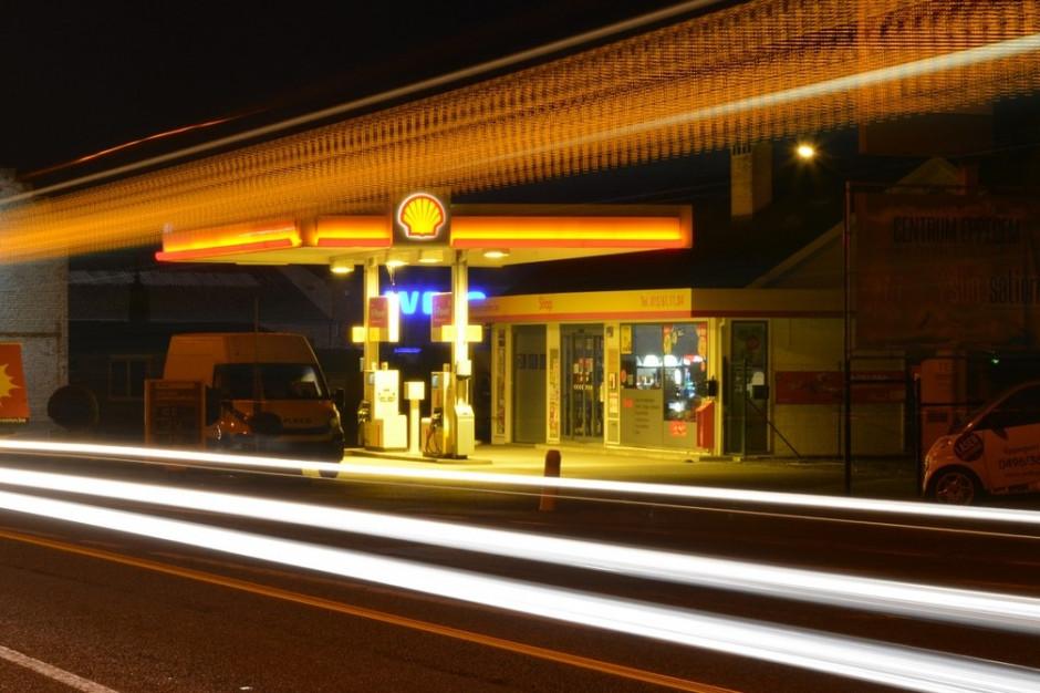 Opolskie: na stacji paliw znaleziono reklamówkę z pieniędzmi