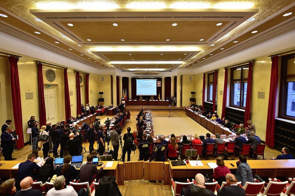 Radni PiS chcą stołecznej komisji rewizyjnej ws. b. burmistrza Włoch
