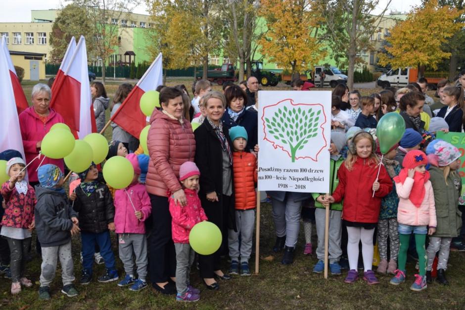 Mieszkańcy Suwałk posadzili 102 drzewa na bulwarach