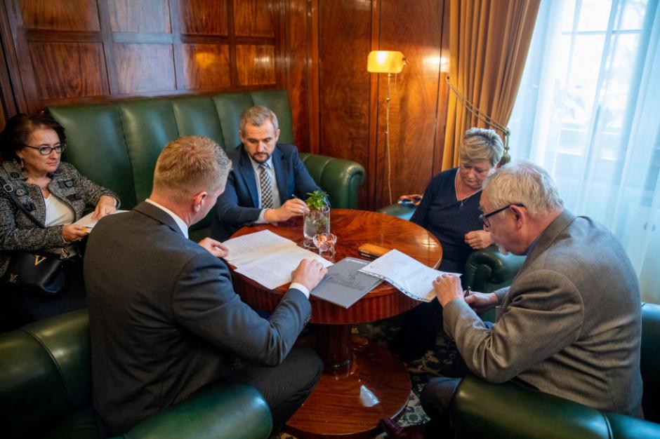 Kraków: prezydent podpisał ostateczną umowę zakupu terenu Wesołej za ponad 283 mln zł
