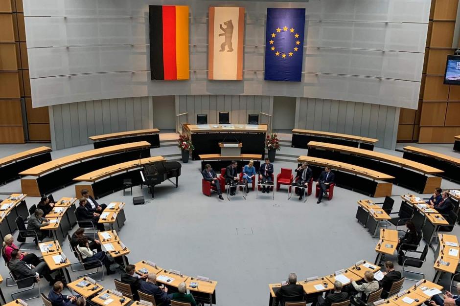 Panel burmistrzów i prezydentów miast podczas 30. rocznicy upadku Muru Berlińskiego