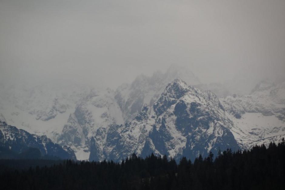Beskidy w śniegu. Trudne warunki na szlakach