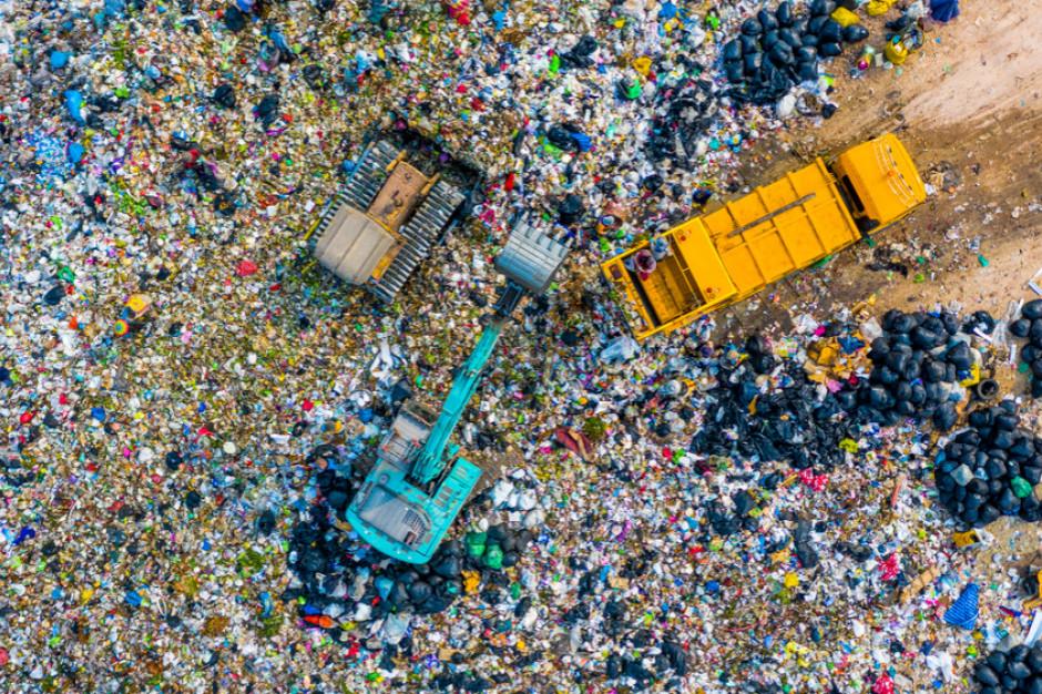 Drony przydatne na składowiskach odpadów? Metropolia przeprowadzi testy