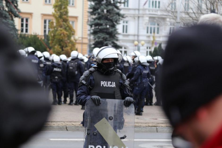 Wrocław: Magistrat rozwiązał marsz narodowców. Kilka osób zatrzymano