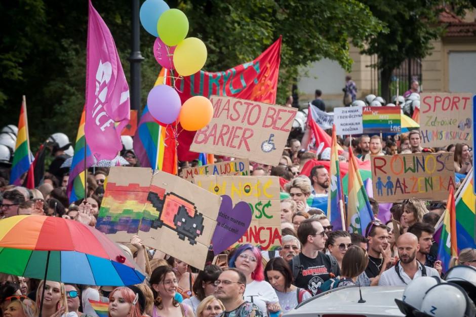 Podczas białostockiego marszu doszło do wielu incydentów (fot. Tęczowy Białystok - Facebook)