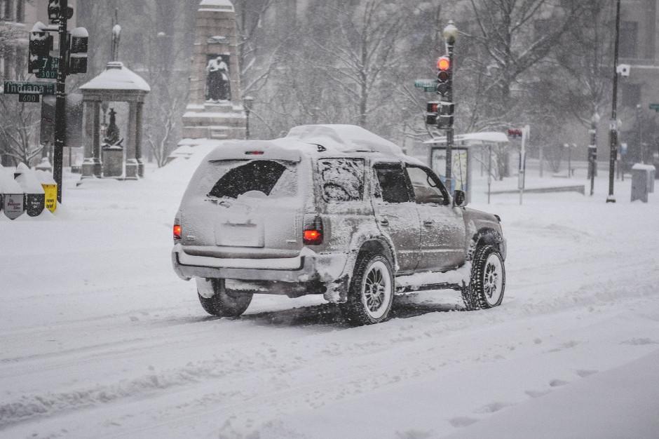 IMGW wydał alerty przed opadami deszczu i śniegu