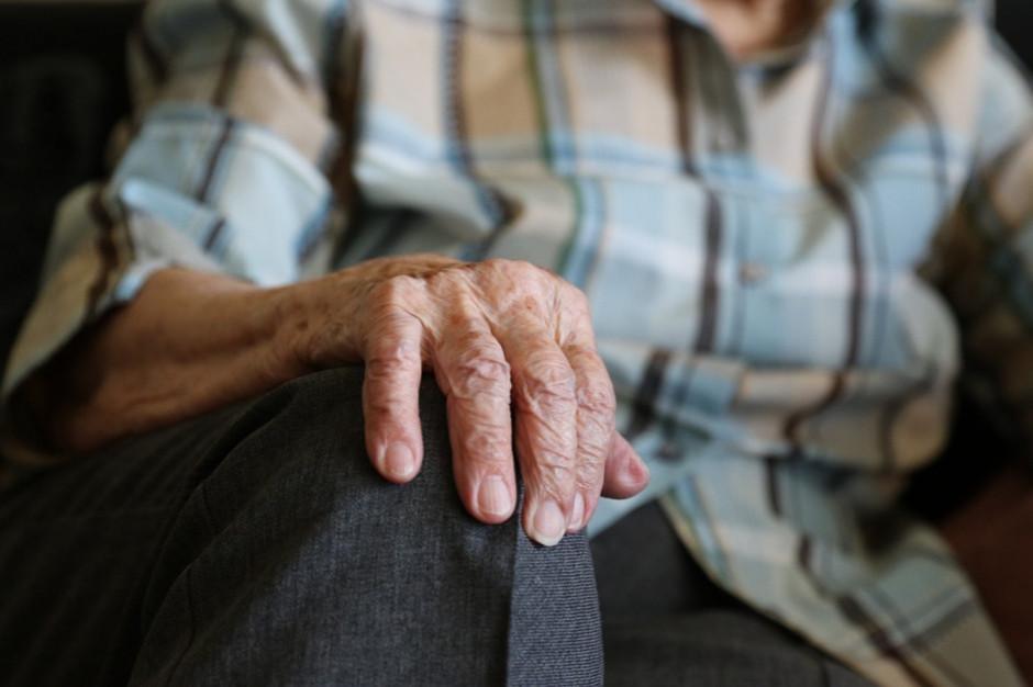 Potrzebne jest wsparcie rodziny w opiece nad seniorem