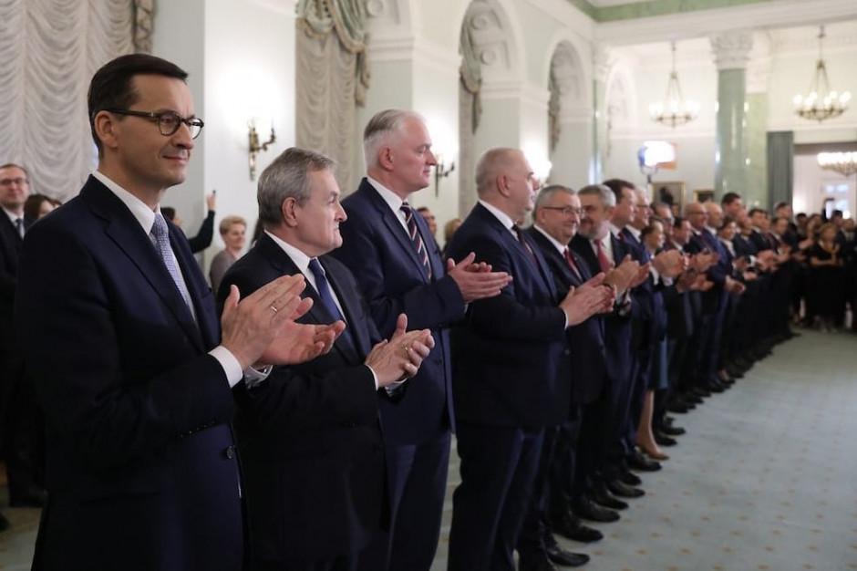 Rząd zaprzysiężony, powstały nowe resorty. Oto sylwetki wszystkich ministrów