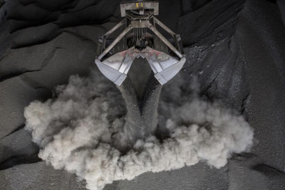 Żużle i popioły powstające w procesie spalania będą odbierane przez wyspecjalizowane firmy (fot. Shutterstock.com)
