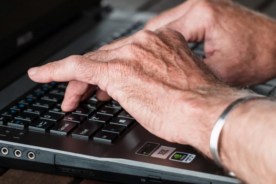 Seniorzy z Gliwic poznali zasady bezpieczeństwa w sieci