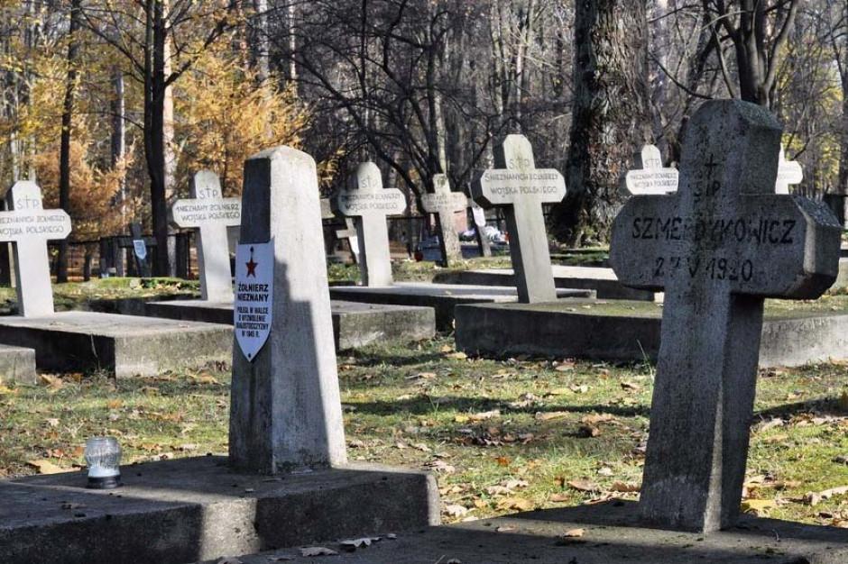 Białystok: IPN wybrał firmę, która zbuduje krypty na cmentarzu wojskowym