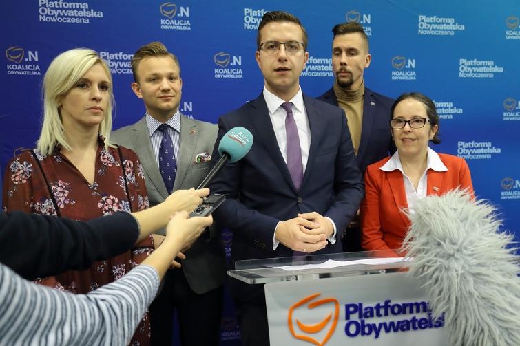 Na zdjęciu (od lewej): Emilia Lodzińska, Mateusz Skarbek, Cezary Śpiewak-Dowbór, Łukasz Bejm i Kamila BłaszczykFot. Grzegorz Mehring / www.gdansk.pl