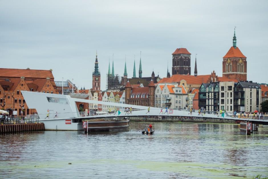 Gdańsk: Ruszył proces operatora zwodzonej kładki dla pieszych nad Motławą