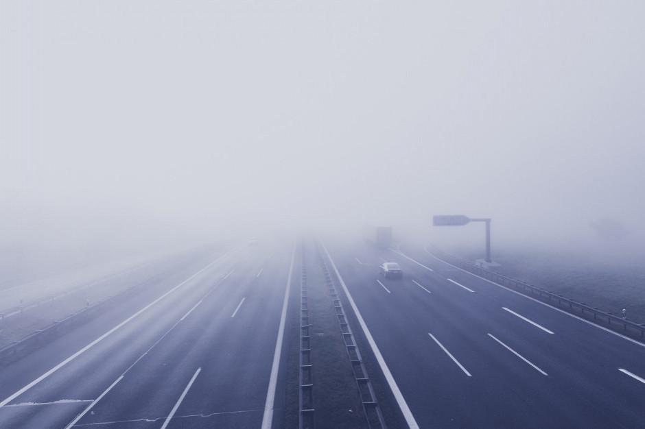 Trudne warunki jazdy na śliskich drogach, policja apeluje o ostrożność