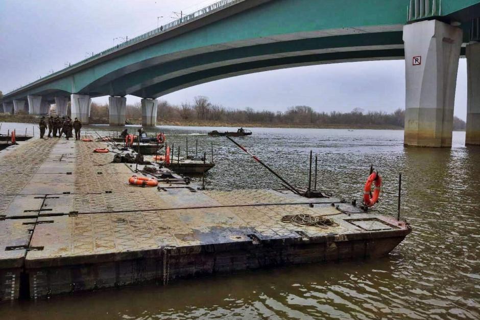 Rozmontowano most pontonowy na Wiśle