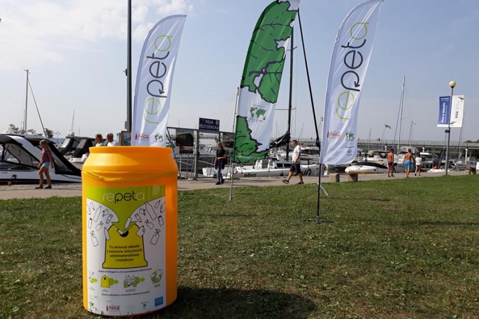Coca-Cola z Fundacją Nasza Ziemia przekazują gminom pojemniki do selekcji odpadów