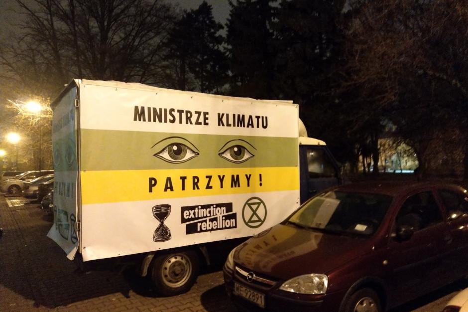 Dzielnica Katastrofy Klimatycznej i ul. Topniejących Lodowców - aktywiści zmienili nazwy ulic w Warszawie