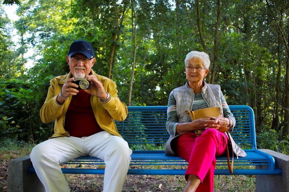 W których polskich miastach seniorom żyje się najlepiej? Powstał specjalny raport